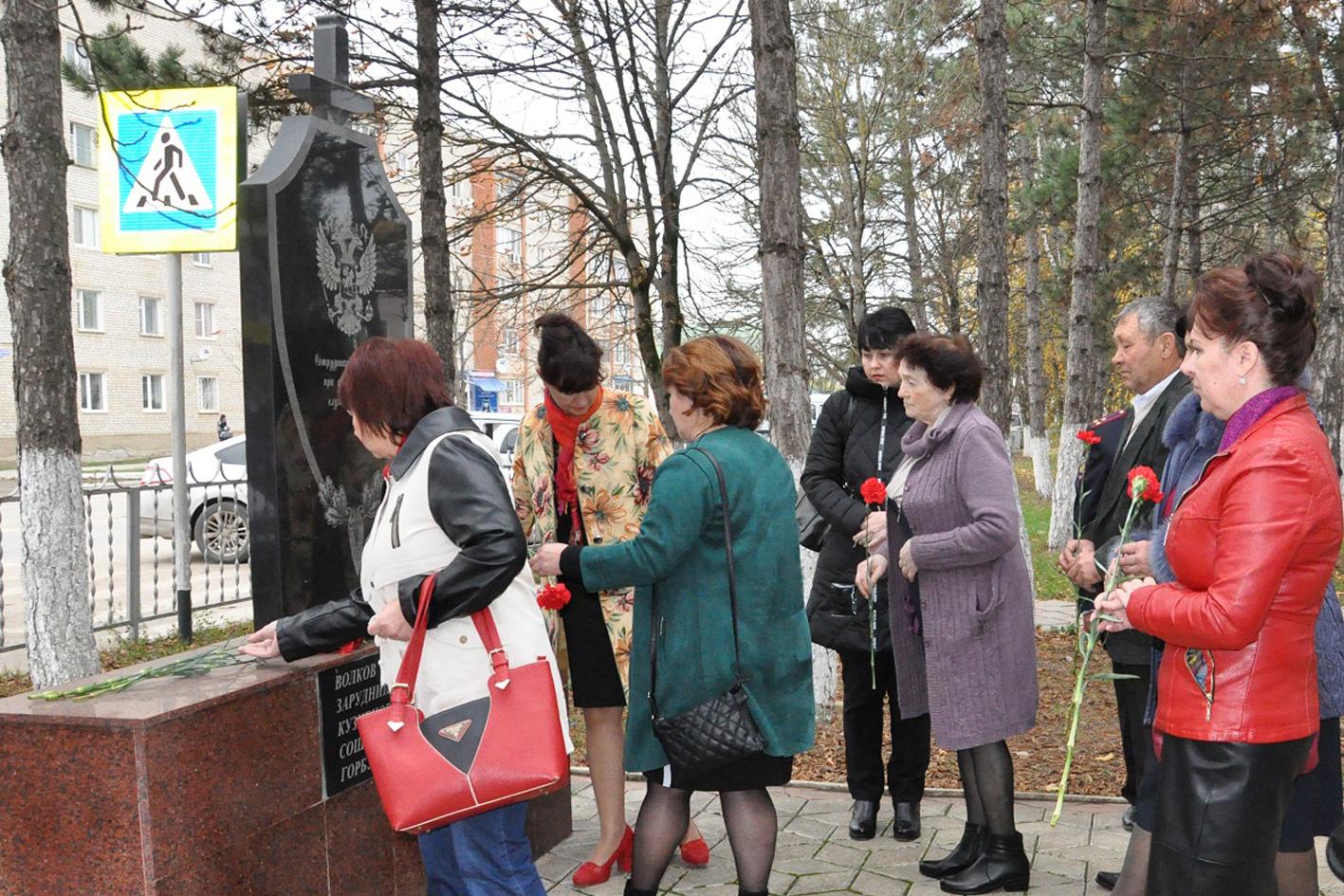 В Абинске почтили память сотрудников полиции, погибших при исполнении служебных обязанностей