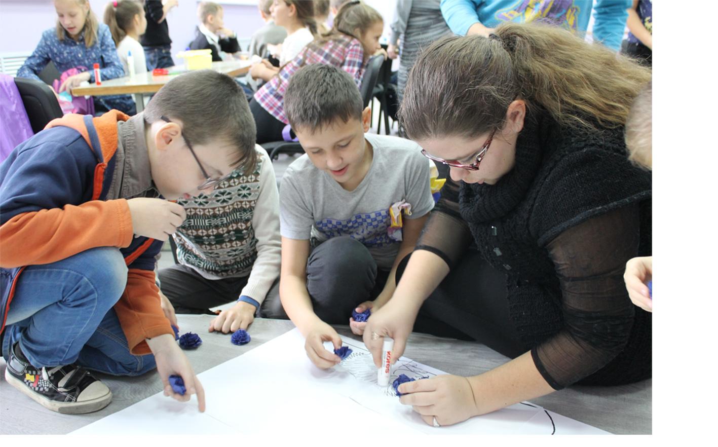 Ахтырских школьников научили делать поделки из салфеток