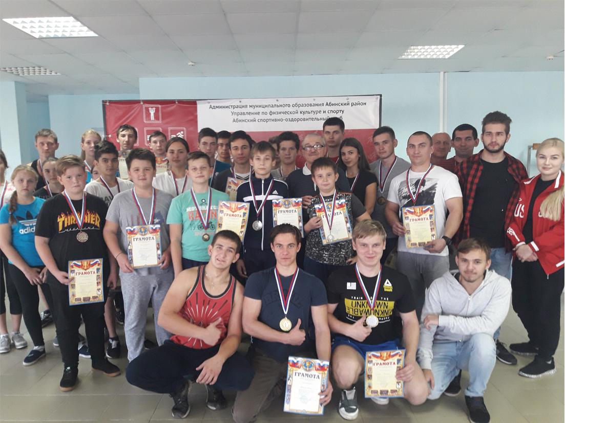 В Абинске прошли открытые турниры по волейболу и первенство Абинского района по пауэрлифтингу