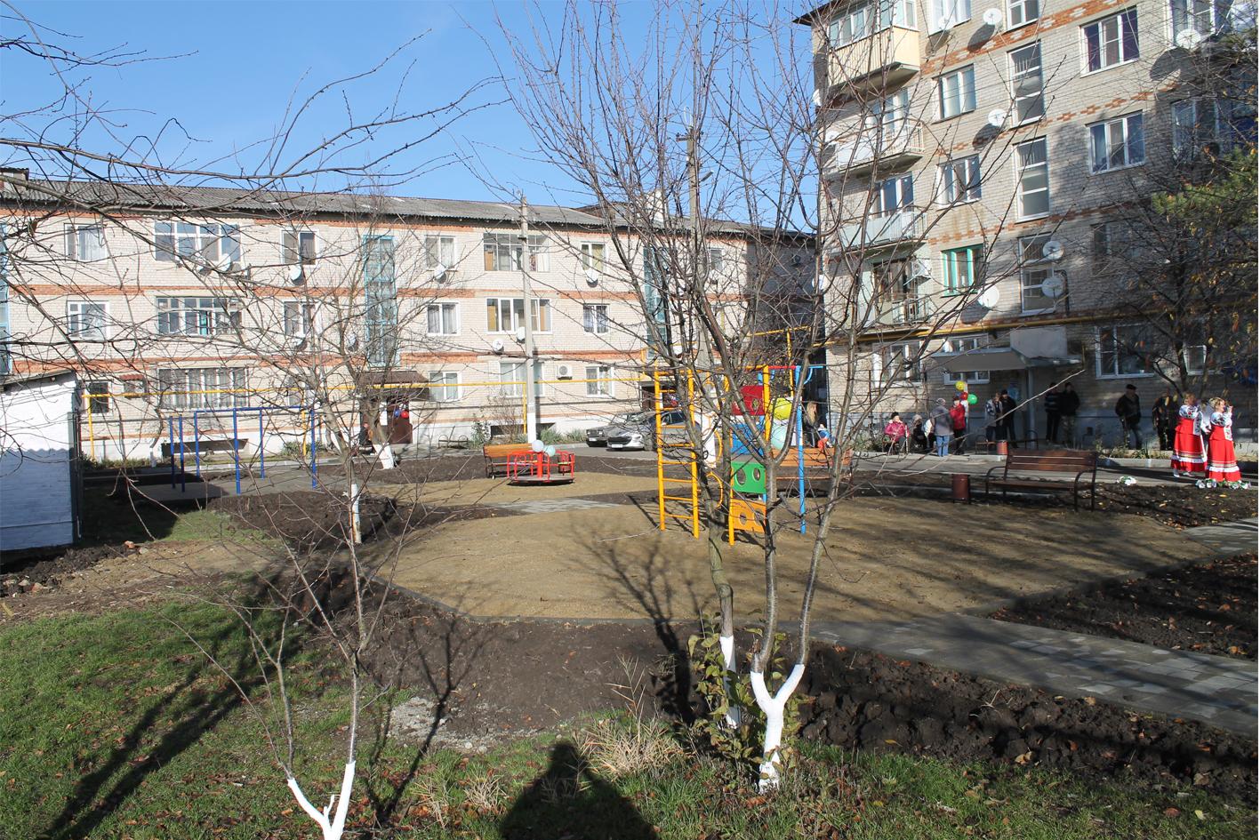 Обновленные дворы торжественно открыли в поселке Ахтырском в минувшие выходные