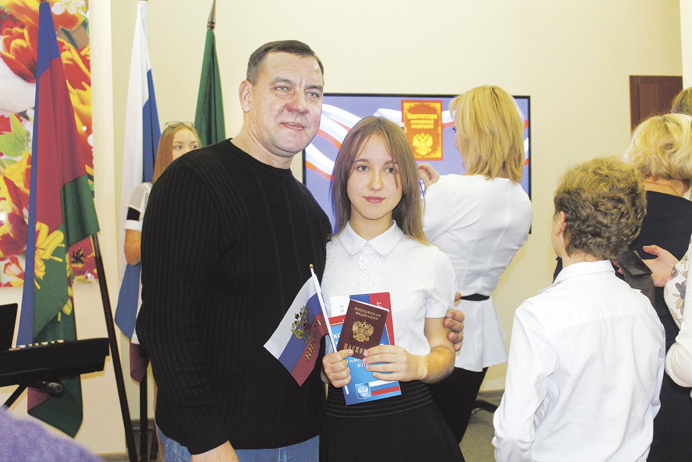В День Конституции Российской Федерации в администрации района состоялось торжественное вручение паспортов юным жителям Абинского района