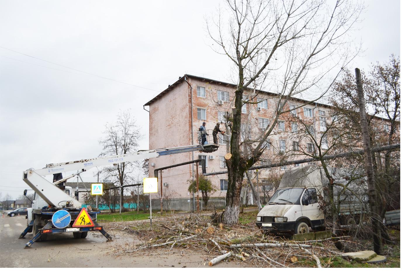 На улицах города Абинска ведутся работы по благоустройству