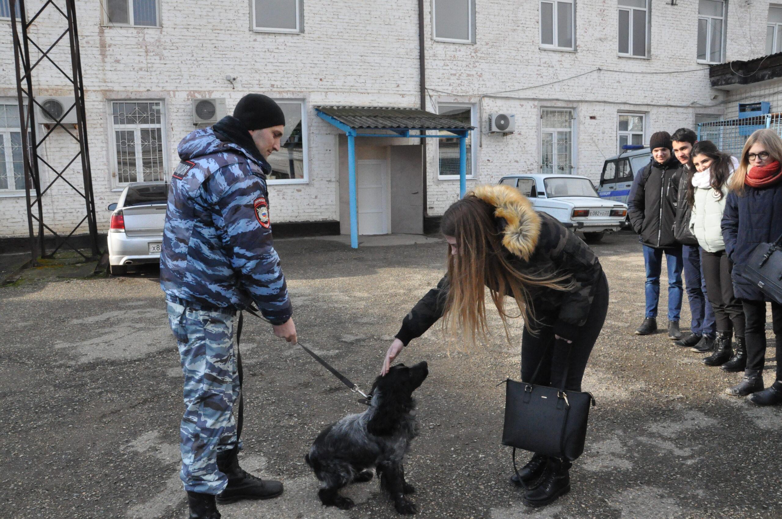 Абинские полицейские и общественники приняли участие во всероссийской акции «Студенческий десант»