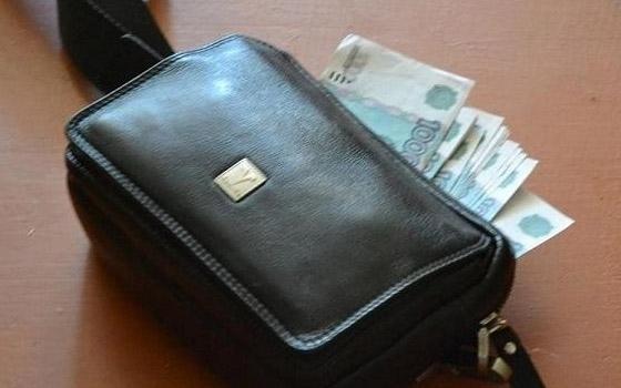 В Абинске у водителя маршрутки украли барсетку с 9 тысячами рублей