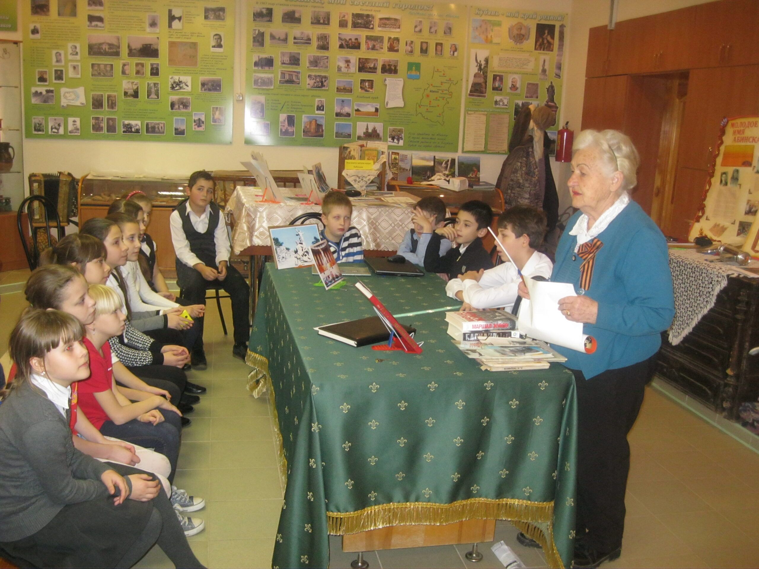 В музее абинской школы №4 проходят уроки мужества