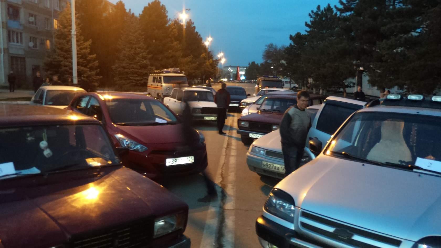 В Абинске зажглась автоелка
