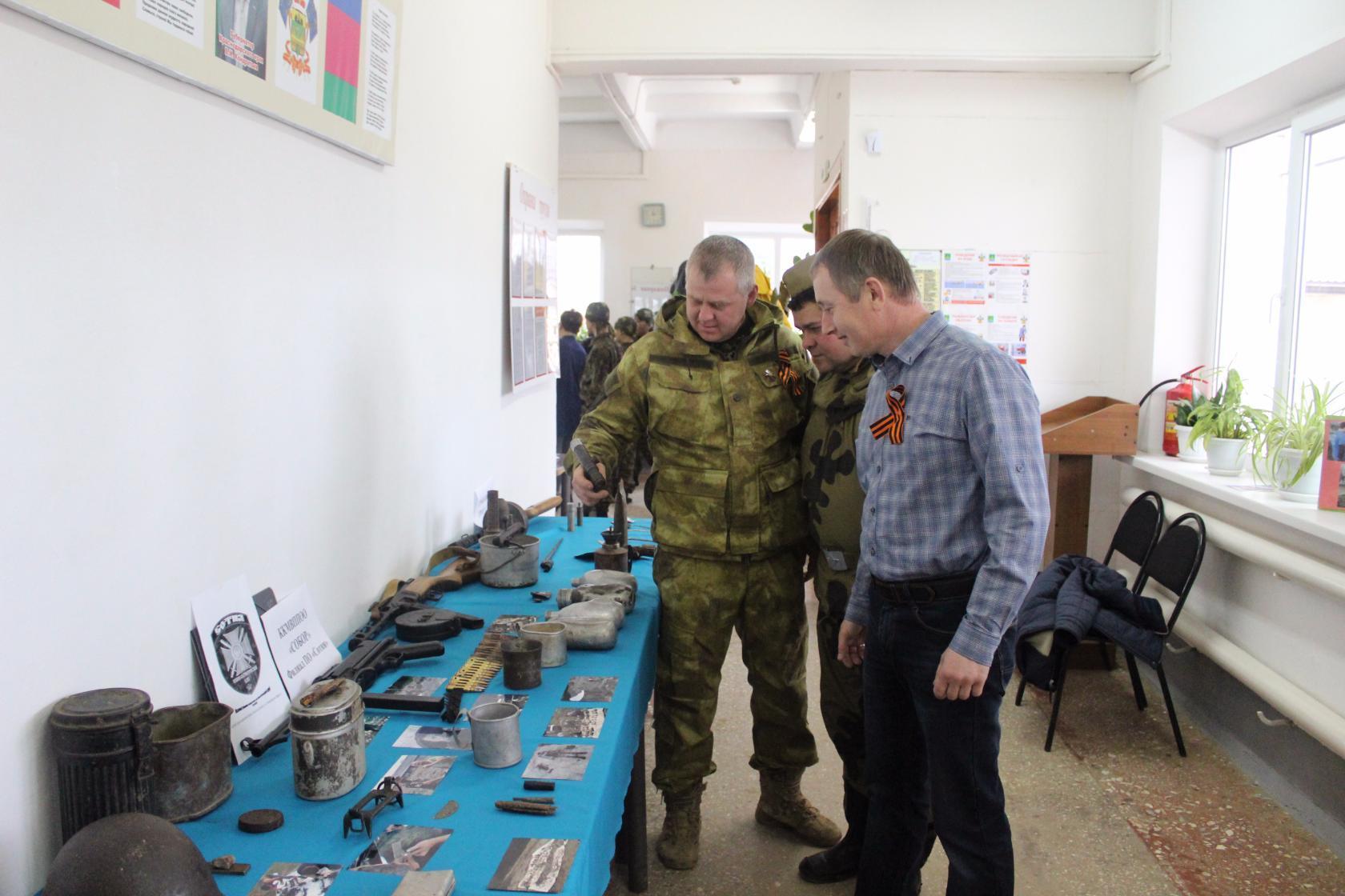 Казаки из станицы Холмской организовали выставку экспонатов, найденных на полях сражений Великой Отечественной войны
