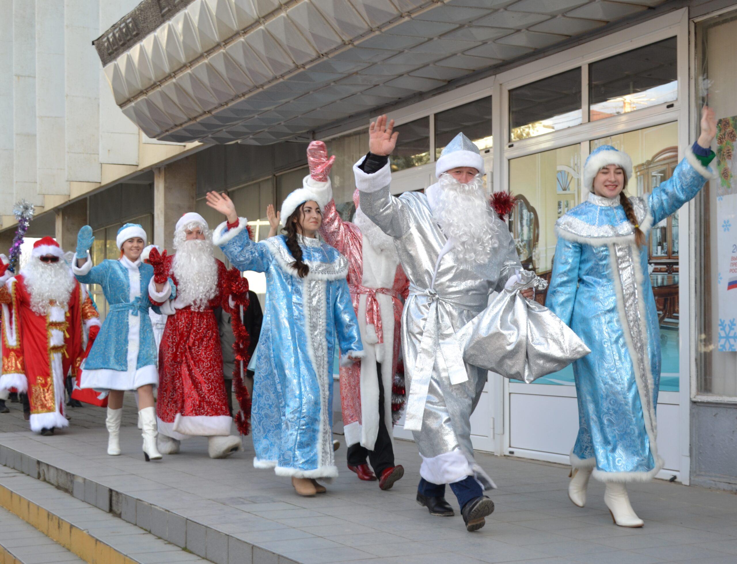 В канун Нового года в Абинске прошел традиционный районный фестиваль Дедов Морозов