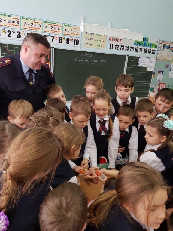 В Абинске полицейские проводят в школах «Уроки мужества»