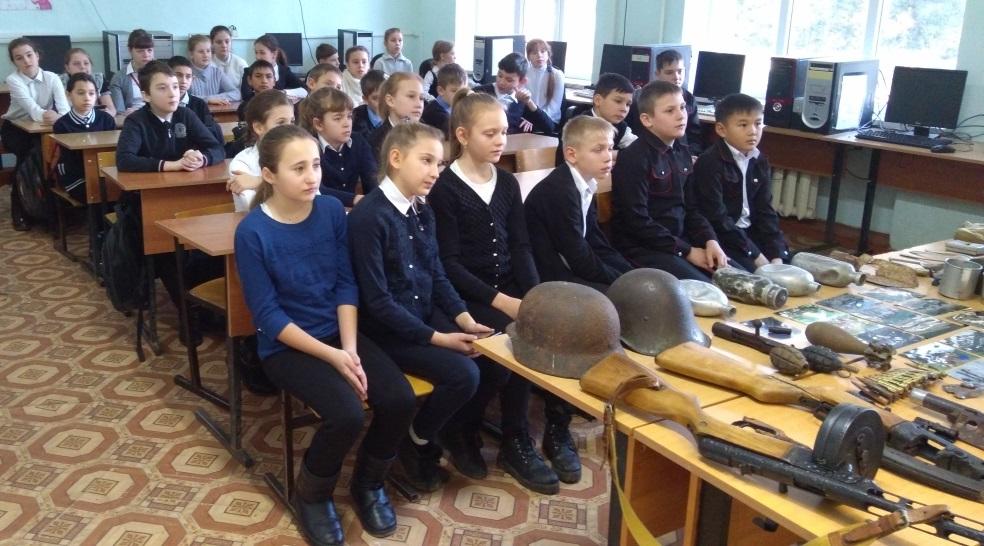 В рамках военно-патриотического месячника во всех образовательных учреждениях Абинского района проходят мероприятия