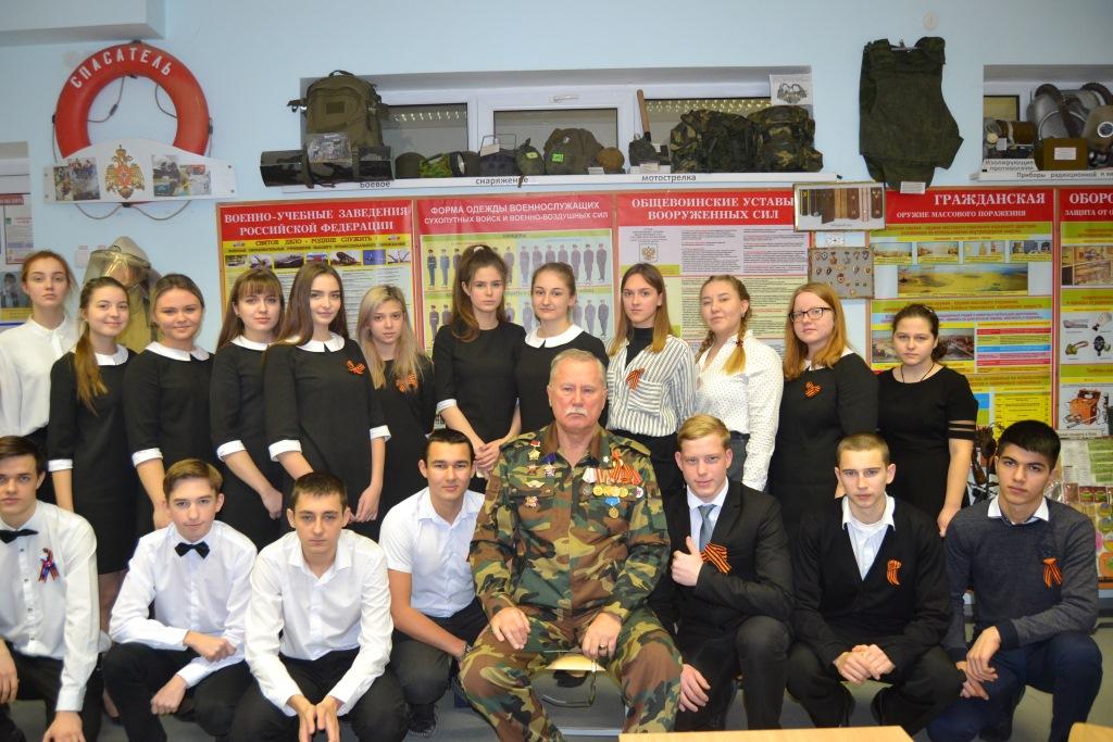 Десятиклассники абинской школы встретились с участником боевых действий в Чеченской республике, Афганистане, Анголе