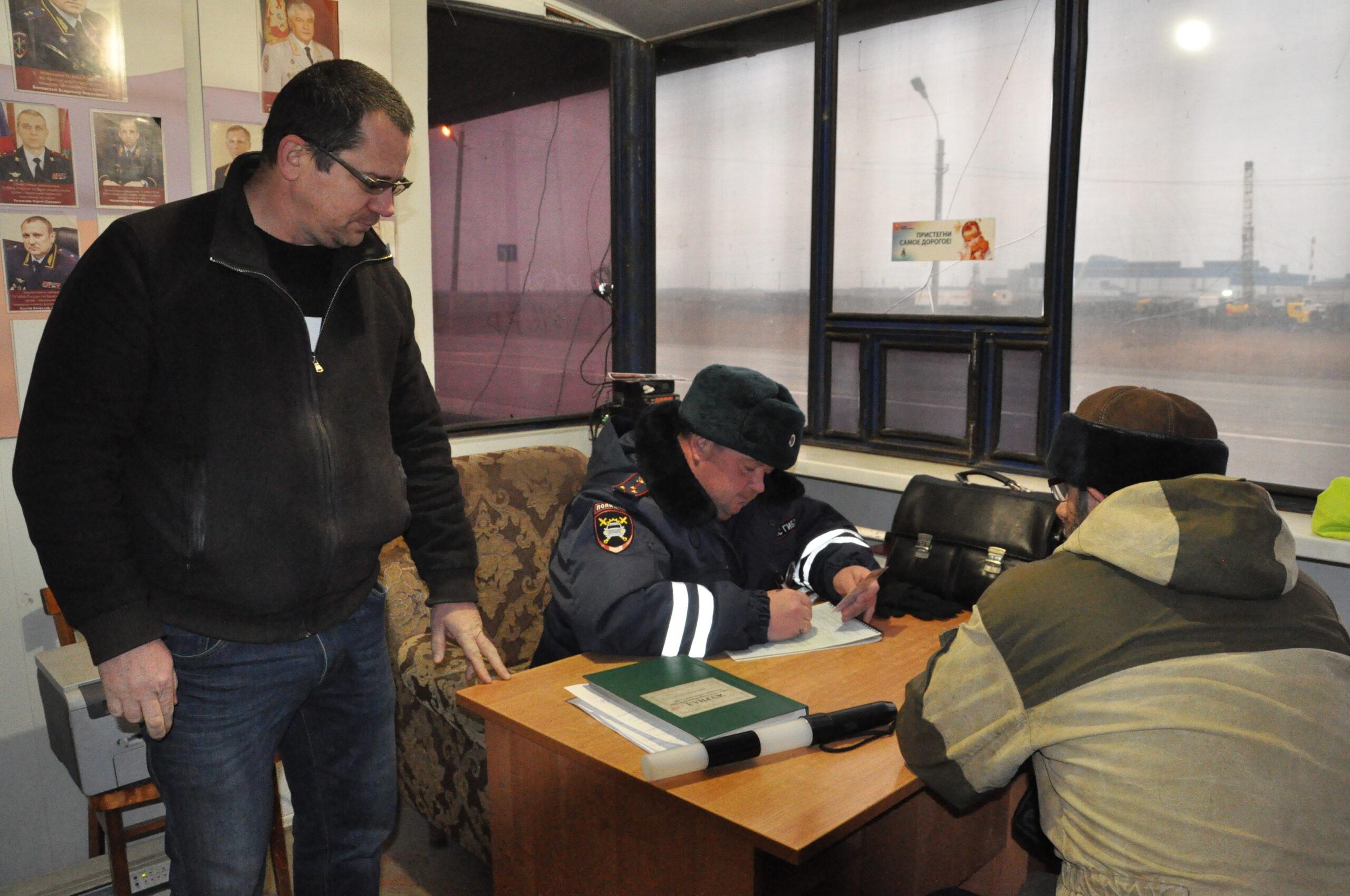 В Абинске общественники проверили несение службы сотрудниками ДПС