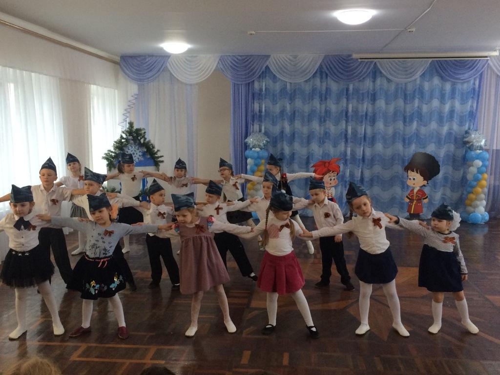 Абинские казаки встретились с воспитанниками детского сада