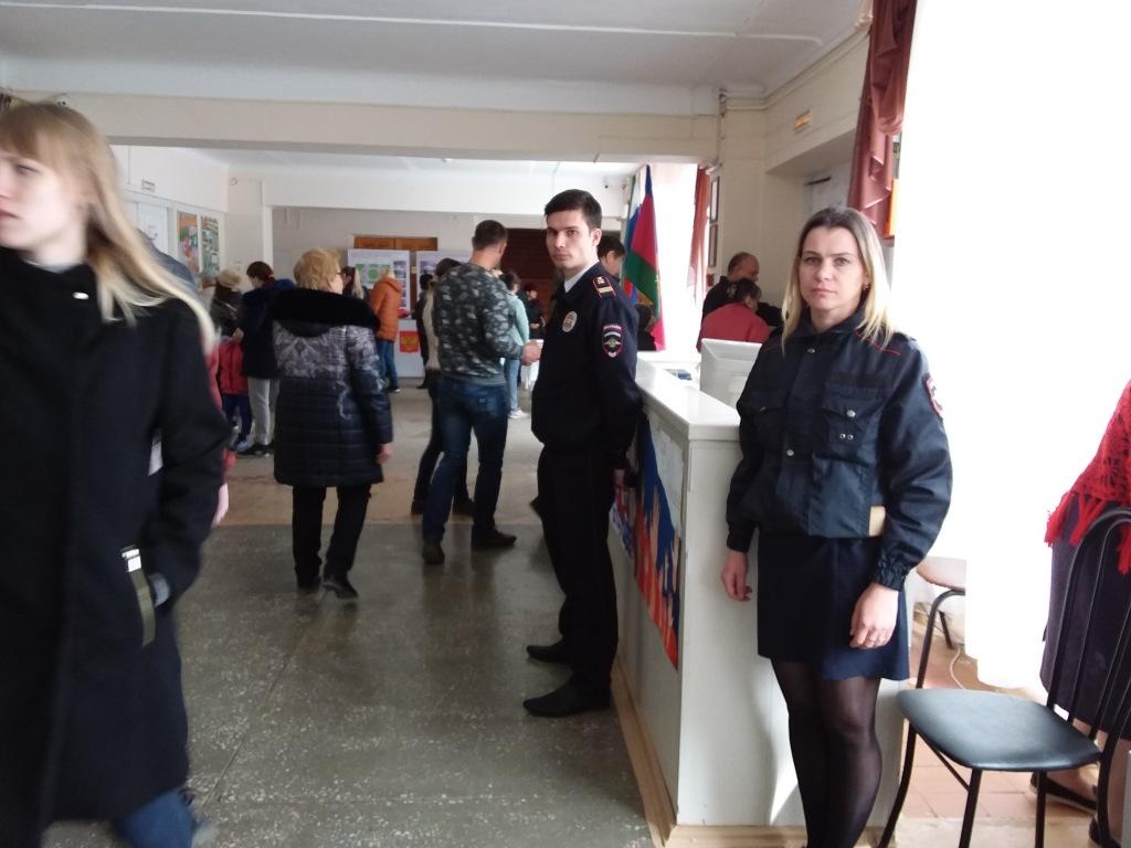 В день выборов на избирательных участках в Абинском районе дежурят полицейские