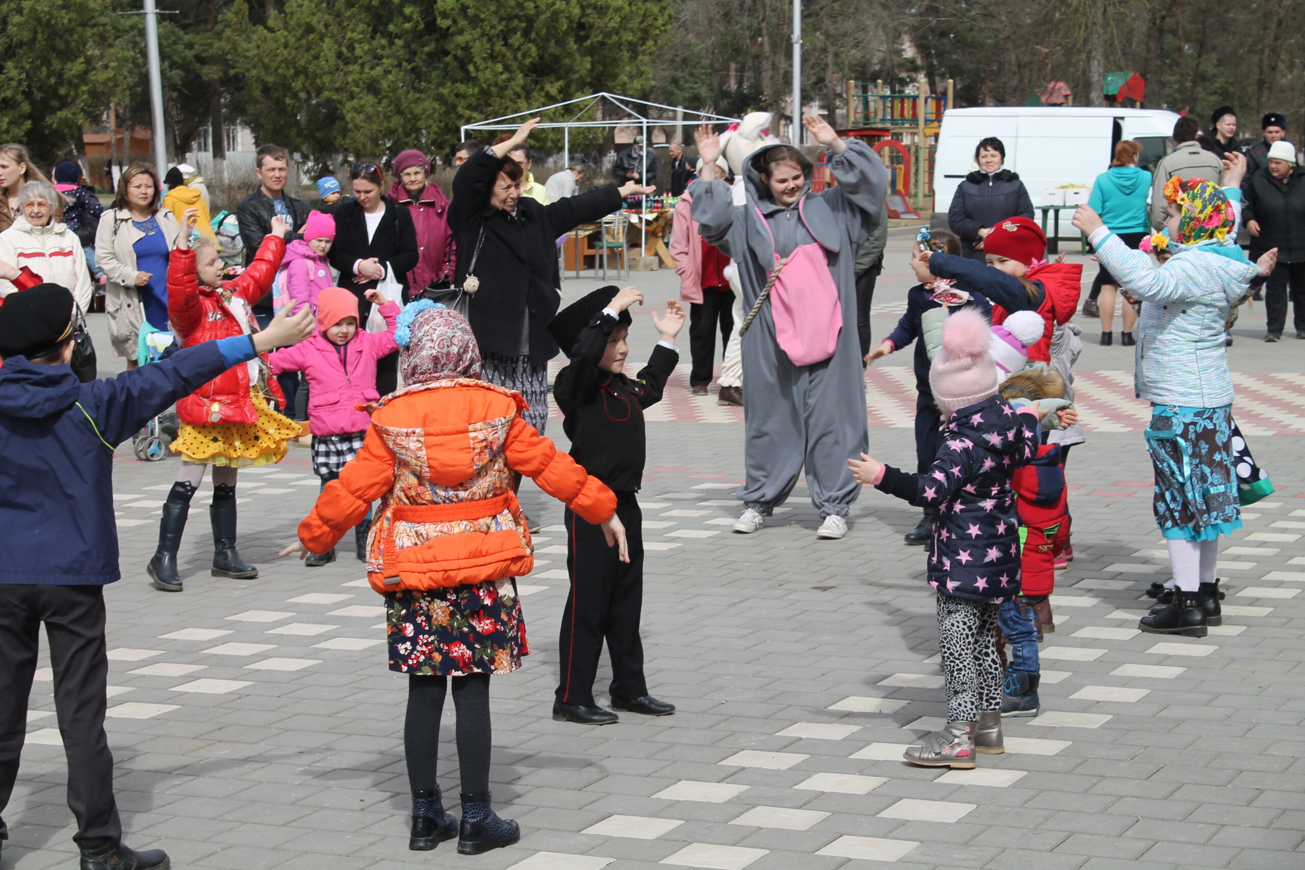 В поселке Ахтырском 18 марта получился замечательный семейный выходной