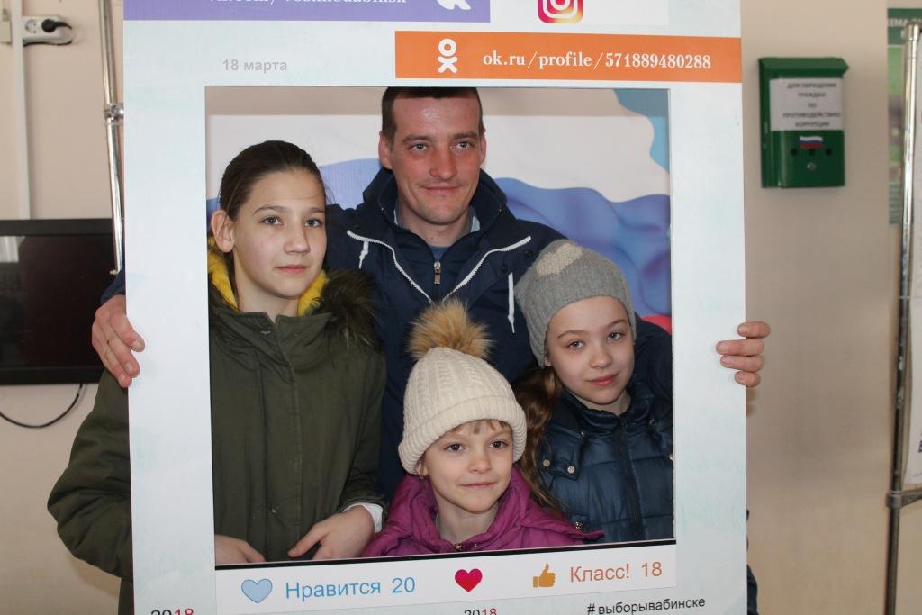 Молодые избиратели участвуют в конкурсе газеты «Восход»