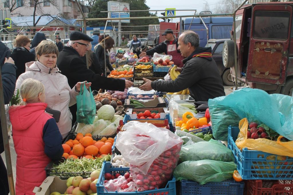 В день выборов президента в Абинске работала ярмарка выходного дня