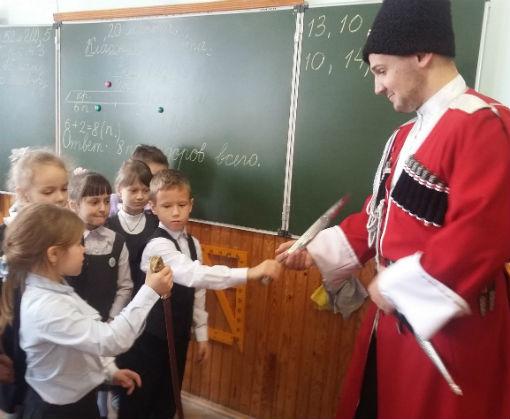 В Абинске полицейские и общественники в рамках акции «Сообщи, где торгуют смертью» встретились со школьниками