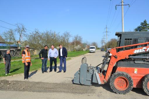 В городе Абинске начат ямочный ремонт дорог