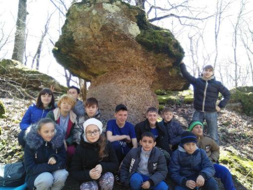 Абинские школьники совершили путешествие к каменным грибам