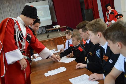Молодые казаки встретились на заседании