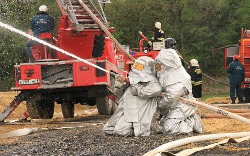 В поселке Ахтырском прошли учения МЧС по тушению нефтепродуктов