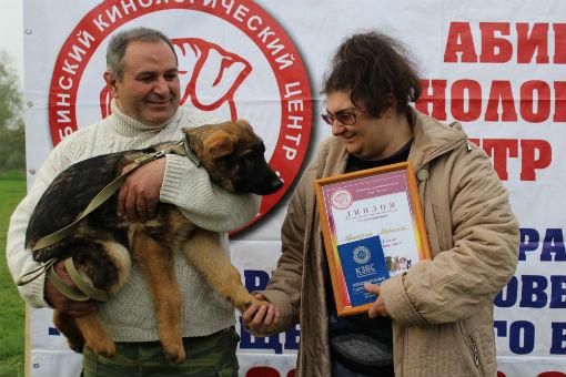 Приз «Восхода» — щенок немецкой овчарки – торжественно вручен победителю конкурса