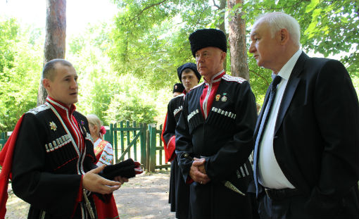 В Абинском районе работники культуры напоминают детям и взрослым правила безопасности на летних каникулах