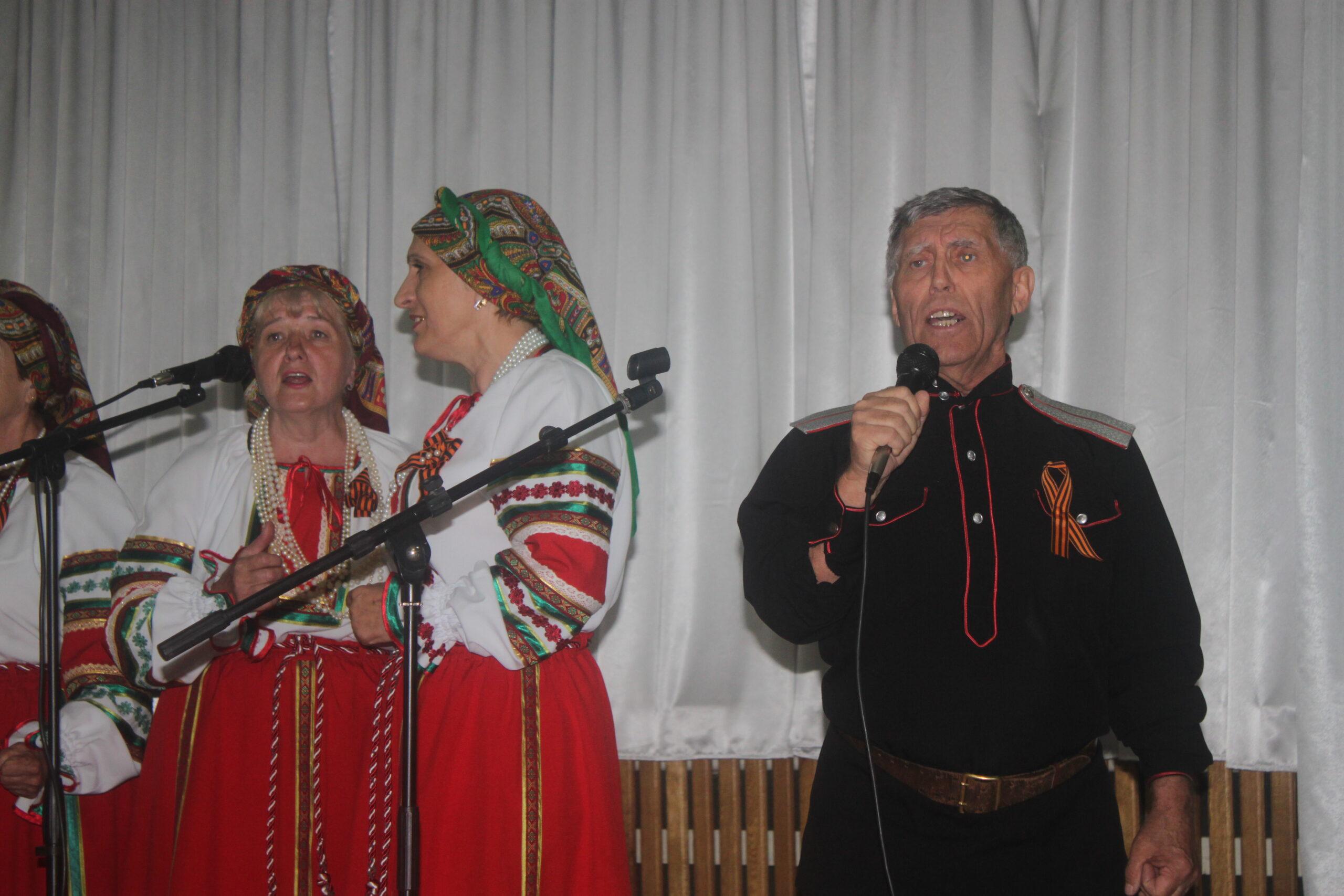 В микрорайоне ТОС №2 города Абинска чествовали ветеранов
