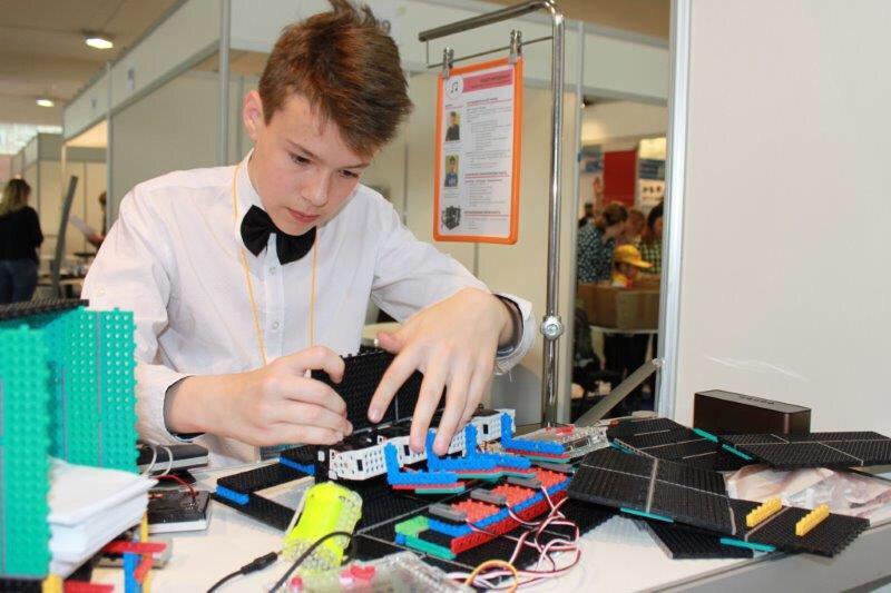 Юные любители робототехники из Абинска победили в «сумо роботов»