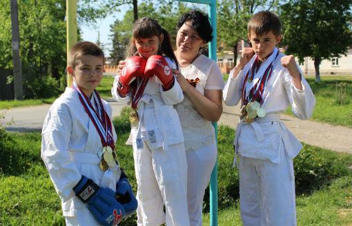 Семье из станицы Холмской вручили краевую медаль «Родительская доблесть»