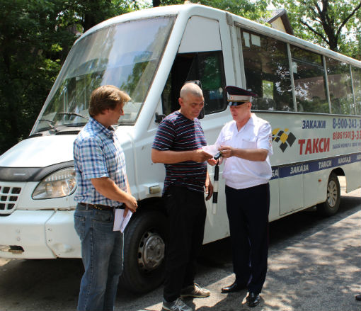 Абинским водителям напомнили о правилах движения по железнодорожным переездам