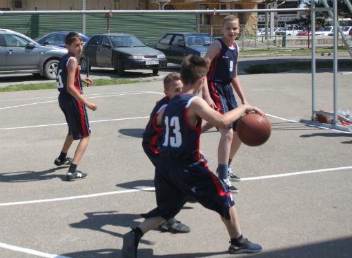 В Абинске стартовал детский турнир по уличному баскетболу