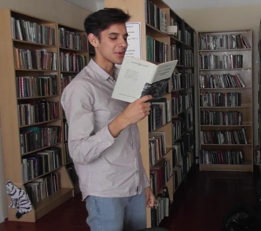 В Абинской библиотеке работает книжная выставка «Портрет родного города»