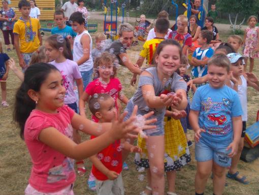 Абинские тосовцы организовали для детей игровую площадку