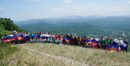 Школьники Абинского района приняли участие в туристском флешмобе