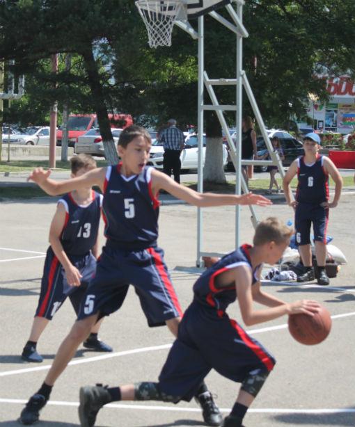 В Абинске стартовал Всекубанский турнир по уличному баскетболу среди дворовых команд на Кубок Губернатора Краснодарского края