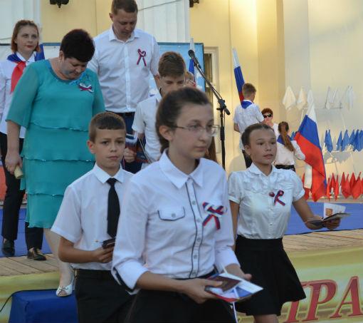 В День России юным абинчанам вручили паспорта гражданина Российской Федерации