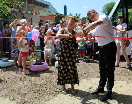 В микрорайонах Абинска открылись новые игровые и спортивные площадки