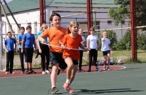 В Абинске полицейские и общественники открыли детскую площадку