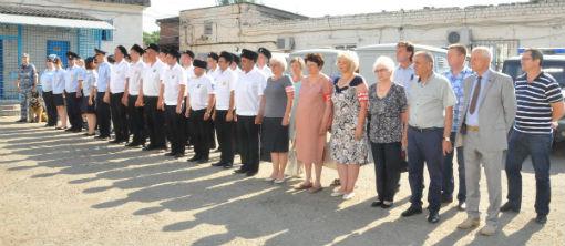 В Абинске общественники поздравили полицейских с 300-летием образования российской полиции