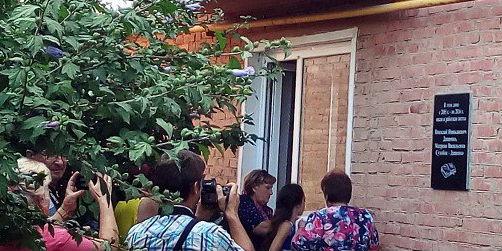 В Абинске открыли мемориальную доску местным поэтам