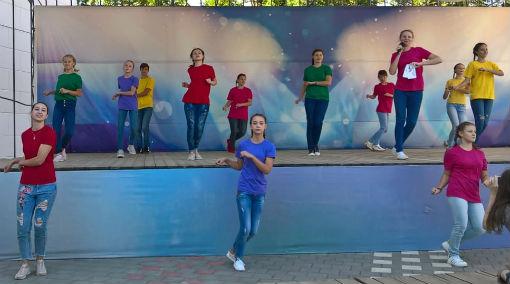 В поселке Ахтырском прошел спортивный флешмоб