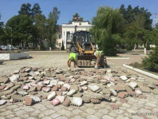 Работы по благоустройству в Абинском городском поселении продолжаются