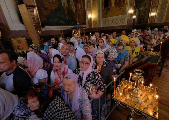 В Краснодаре мощам Спиридона Тримифунтского поклонилось около 50 тысяч православных христиан