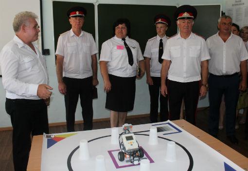 Войсковой атаман Кубанского казачьего войска побывал в холмской школе