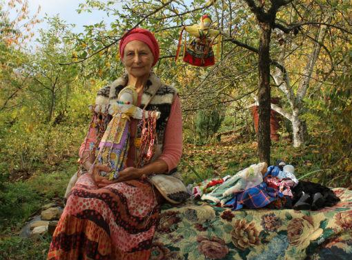Мастерица кукол из Абинска поделилась секретами мастерства