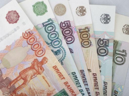Зарплату получала, не работая, жительница Абинского района