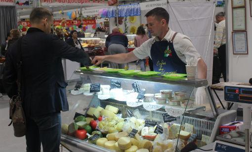Сыроварню предпринимателя из села Варнавинского отметили на краевой агропромышленной выставке