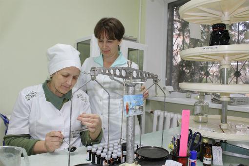 Фармацевты аптеки №59 75 лет хранят традиции и технологии изготовления лекарственных препаратов